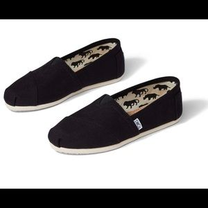 Toms canvas flats slip on a hoes